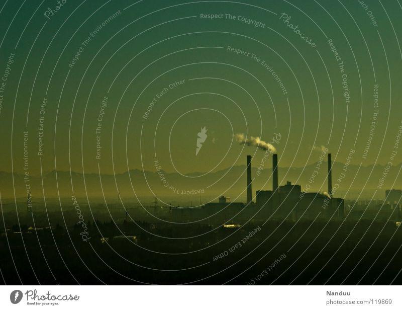 Industrieromantik dunkel dreckig Nebel Umwelt groß Energiewirtschaft Aussicht Alpen Rauch Maschine Schornstein Umweltschutz Produktion Verlauf Wasserdampf