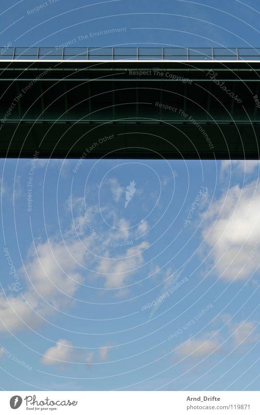 Ich häng hier nur so rum Himmel blau Wolken Straße Horizont Wetter Verkehr Brücke Geländer Autobahn Verkehrswege Stahl