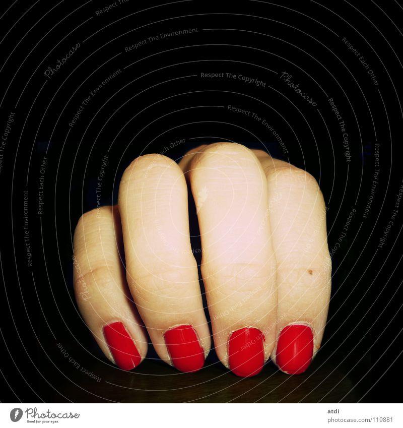 femme d'argent Frau Hand schön rot schwarz Finger Nagel dominant