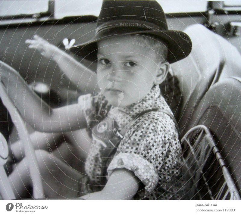 reisefieber... Lenkrad Wagen fahren alt retro Kind klein Hemd Fünfziger Jahre führen Spielen Fernweh Reisefieber Ferien & Urlaub & Reisen Motor KFZ