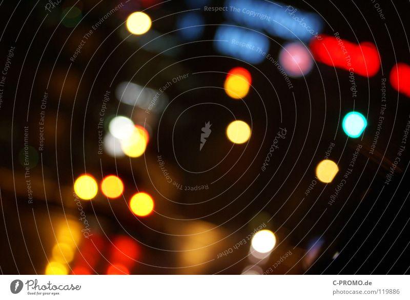 urban blur night lights I blau grün rot gelb Straße träumen Verkehr Verkehrswege Ampel Leuchtreklame Lichtpunkt