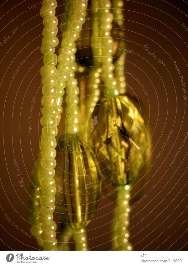 Grüner Schmuck schön grün glänzend Kitsch Dekoration & Verzierung Kugel Reichtum Perle Kette Diamant Edelstein