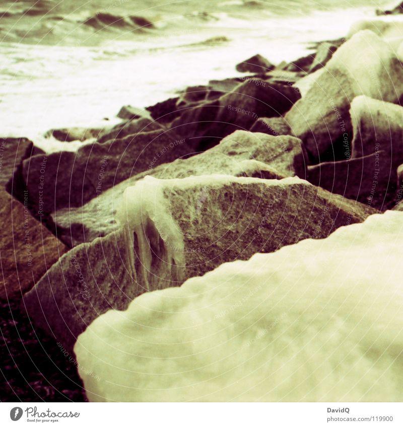Eisige Ostsee Wasser Meer Winter Strand kalt Stein Eis Wellen Küste Felsen Ostsee Brandung Meerwasser
