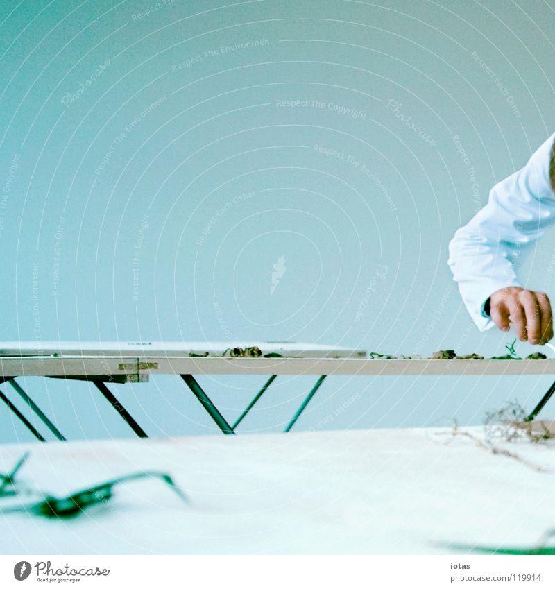 . Mensch Mann Raum maskulin Wissenschaften Konzentration Labor forschen Arbeitsbekleidung Kittel