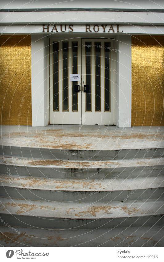 Haus Royal alt Freude Ferien & Urlaub & Reisen Einsamkeit Wand Spielen Glück Gebäude dreckig Glas Tür gold Erfolg geschlossen Treppe