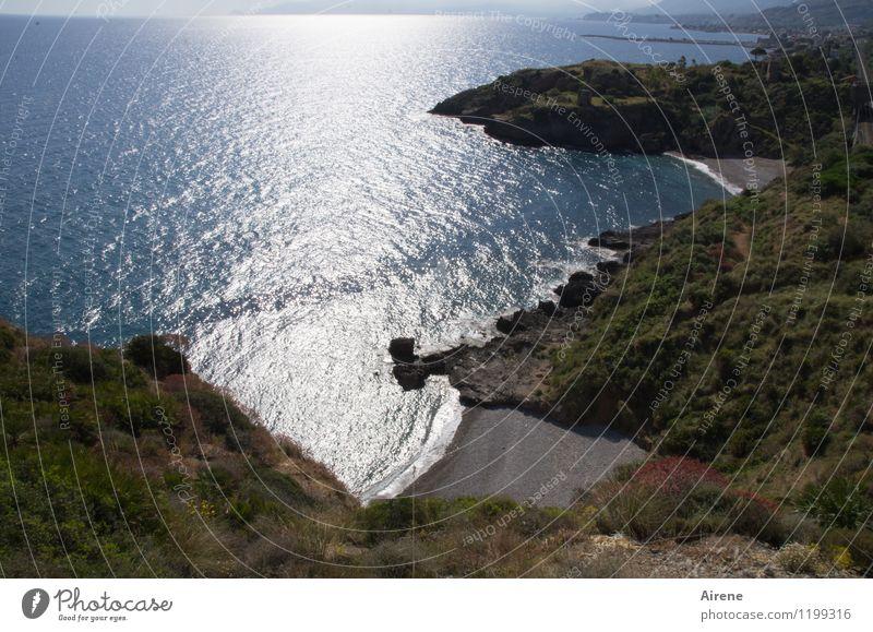 mehr Meer auf Sizilien... Landschaft Urelemente Wasser Schönes Wetter Sträucher Macchia Hügel Küste Bucht Mittelmeer Strand Klippe Sand glänzend maritim Stadt