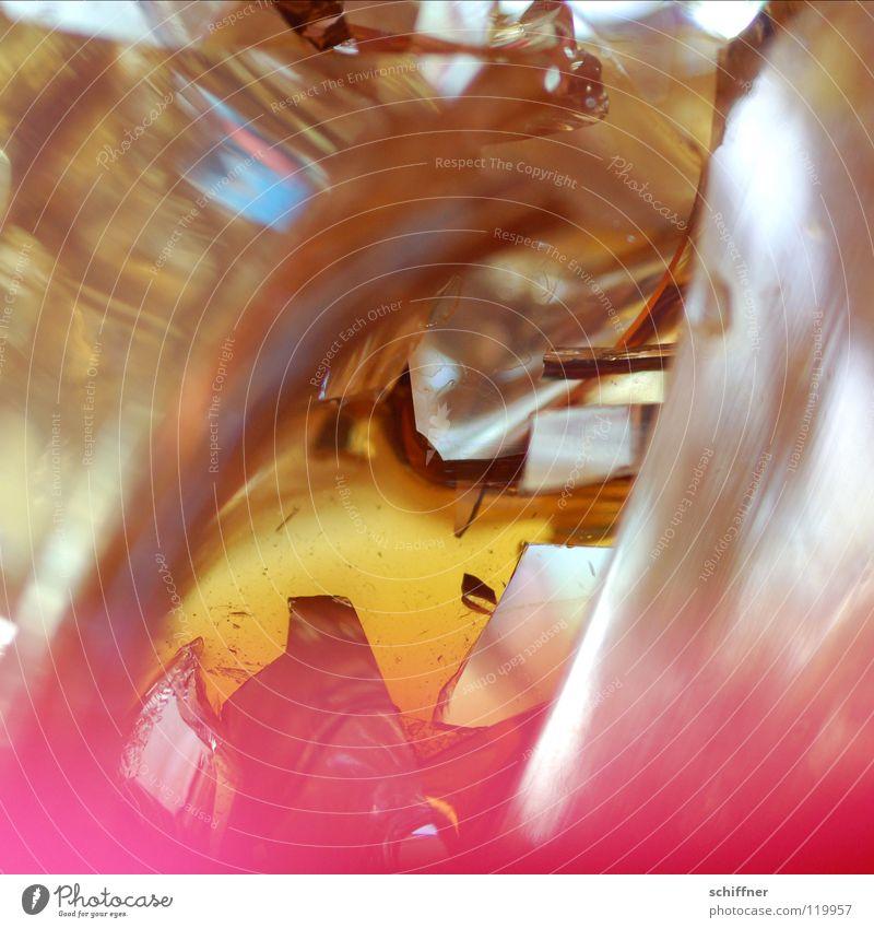PENG!!! Teekanne Thermoskanne Earl Grey Tee kaputt geplatzt Scherbe Zerstörung Spiegel durcheinander Makroaufnahme Nahaufnahme Rote Teekanne zu heiß platzen