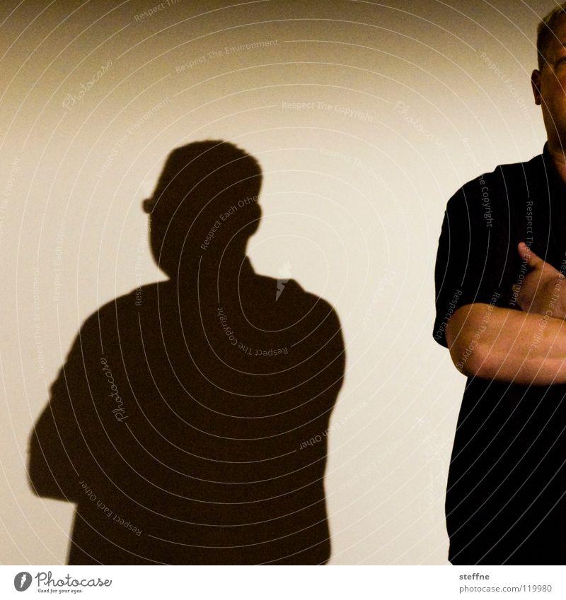 Du kummst hier net rein! Mann Tanzen Angst Rücken groß Sicherheit Schutz stark Club Wachsamkeit Eingang Kontrolle Respekt Aufenthalt Schrank Koloss