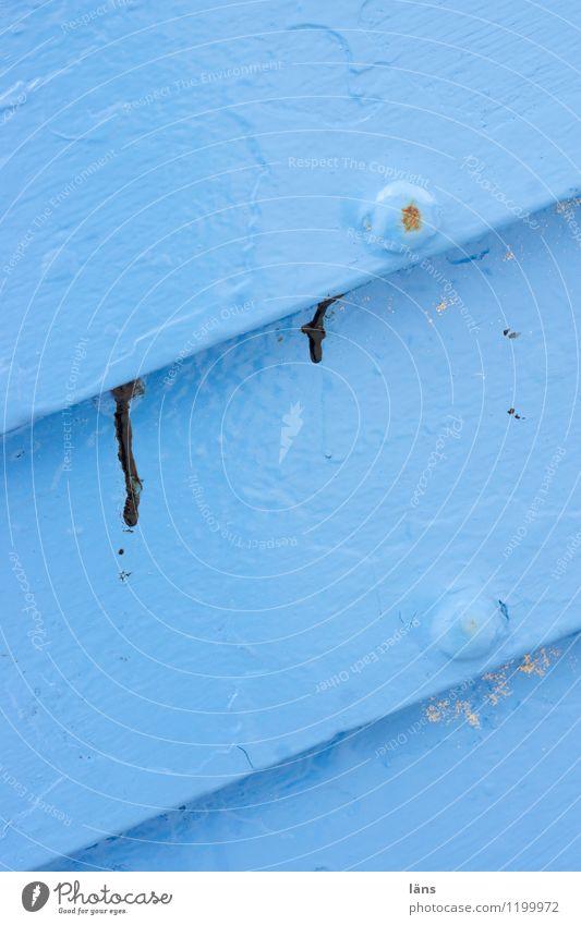 fischershimmelblau Fischerboot Holz hell maritim Wandel & Veränderung lackiert Farbstoff diagonal Farbfoto Nahaufnahme Menschenleer Textfreiraum oben