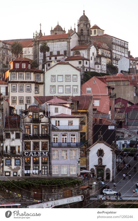 Gestapelte Häuser in Porto Ferien & Urlaub & Reisen Tourismus Ausflug Abenteuer Ferne Freiheit Sightseeing Städtereise Kreuzfahrt Sommerurlaub Umwelt Flussufer
