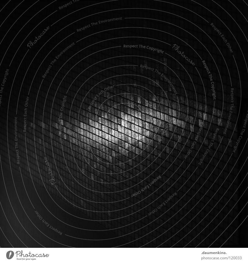 Pixel Mauer Wand Mosaik Lampe Licht Verschiedenheit Detailaufnahme Schwarzweißfoto obskur reflektion Fliesen u. Kacheln Bodenbelag Schatten Unterführung Leiter