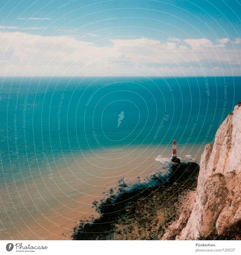 Mach ma´n Foto Schatz! Leuchtturm England Küste Meer Wellen Wolken Horizont rot weiß See Gischt Brandung Aussicht Einsamkeit Tag Sommer Seezeichen Quadrat