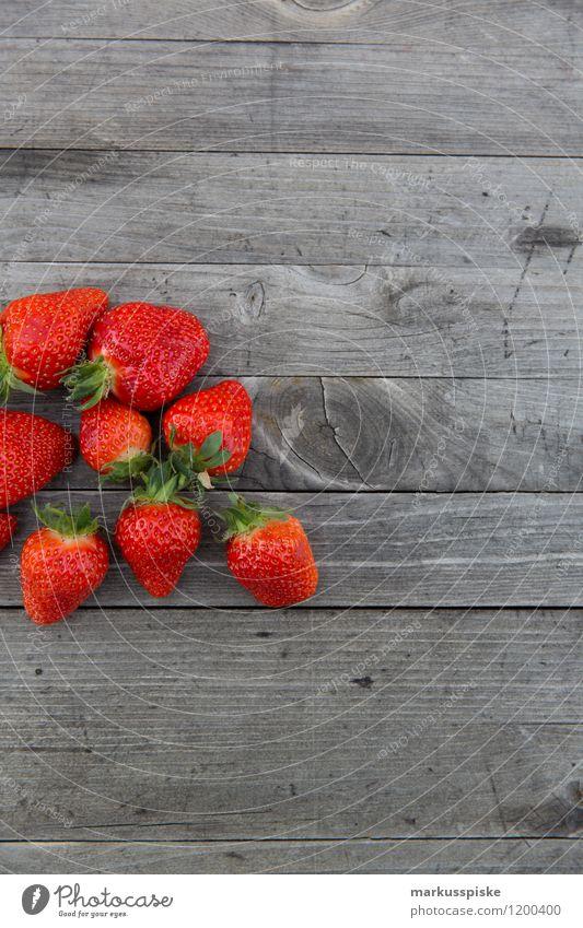 erdbeeren frisch gepflückt Lebensmittel Frucht Erdbeeren Ernährung Essen Picknick Bioprodukte Vegetarische Ernährung Diät Fasten Slowfood Fingerfood Lifestyle