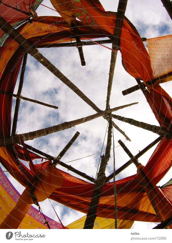 Tor zum Himmel Eingangstor Wolken Stab Holzgestell rot Freizeit & Hobby Musikfestival Pura-Vida Fünfeck orange