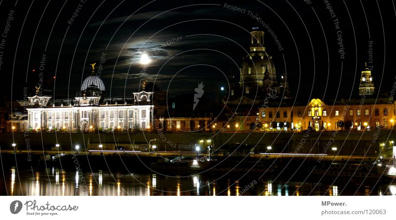Moonlight Wasser Wolken dunkel Beleuchtung historisch Fluss erleuchten Hauptstadt Altstadt Dresden Terrasse Mond Nachthimmel Elbe Promenade Gotteshäuser