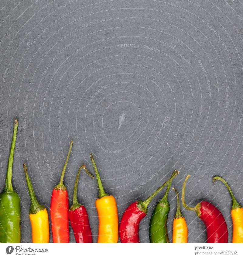 Bunte Chilis grün rot Gesunde Ernährung gelb Essen Gesundheit Stein Lebensmittel Frucht Scharfer Geschmack Kräuter & Gewürze Küche Gemüse Gastronomie heiß