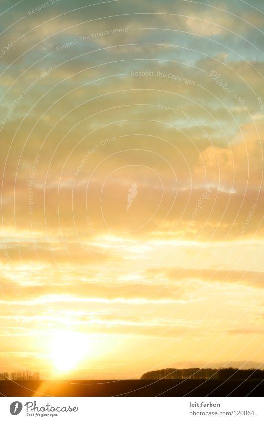 aufstehen! Sonnenaufgang Wolken Morgen aufwachen Beginn Stimmung Romantik träumen traumhaft Himmel blau orange Landschaft Blick schweifen