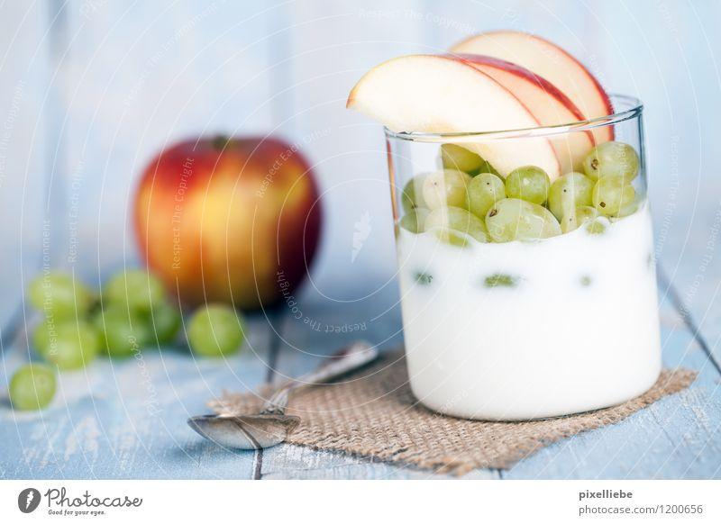 Joghurt mit Obst Gesunde Ernährung Essen Holz Gesundheit Lebensmittel Lifestyle Frucht frisch Glas Küche lecker Restaurant Apfel türkis