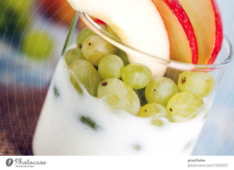 Joghurt mit Obst Lebensmittel Frucht Apfel Dessert Süßwaren Ernährung Frühstück Vegetarische Ernährung Diät Glas Lifestyle Gesundheit Gesunde Ernährung