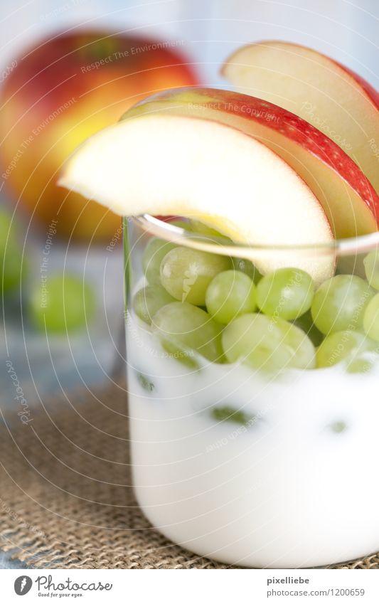 Joghurt mit Weintrauben und Äpfeln Lebensmittel Frucht Apfel Dessert Ernährung Frühstück Vegetarische Ernährung Diät Geschirr Glas Lifestyle Gesundheit