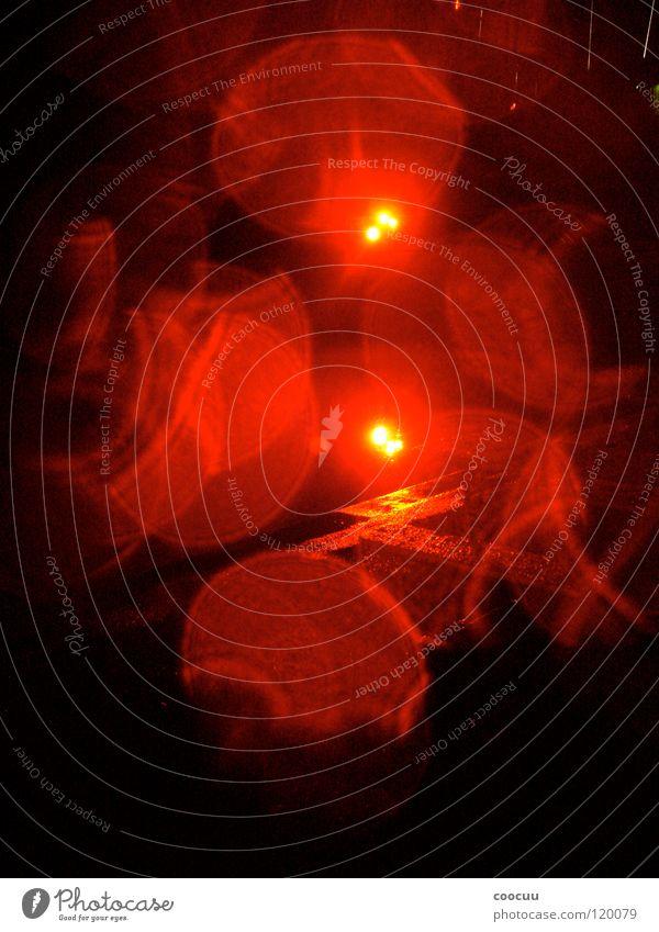 lighting Licht rot nass dunkel Farbe Lichterscheinung Reflektion red Ampel redlight