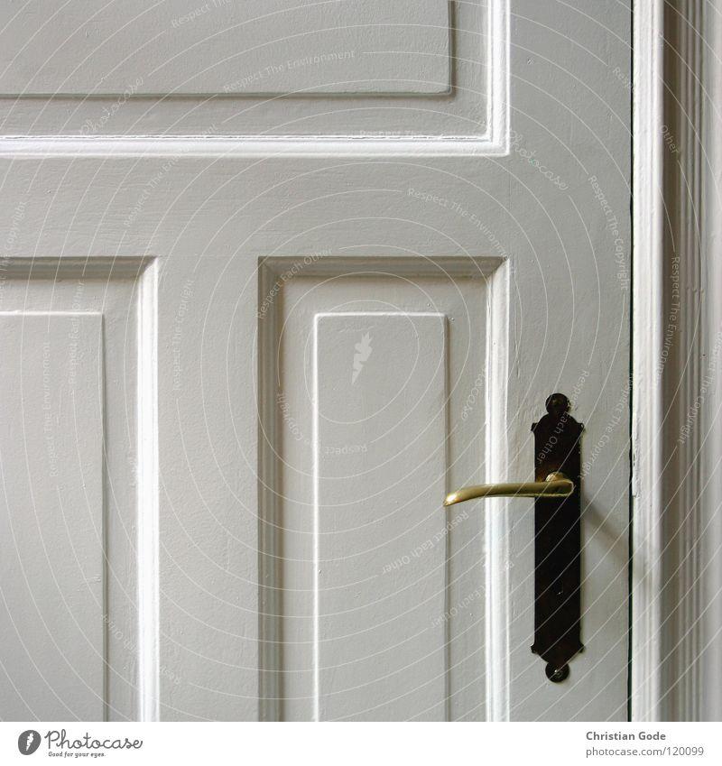 Tür Füllung Griff weiß Besucher Küche Kammer Holz Fenster Altbau Messing Detailaufnahme Schlüssloch Kabuff Lackierung Schatten Rahmen Dekoration & Verzierung