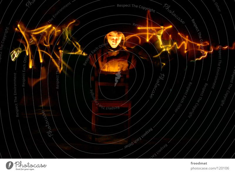 Elektrischer Stuhl Gesicht dunkel Graffiti Wärme Deutschland Energiewirtschaft Physik heiß geheimnisvoll gruselig Möbel Langzeitbelichtung Geister u. Gespenster
