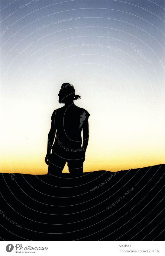 Sonnenuntergang & Schatten Gegenlicht Mann Statue Hoffnung Vertrauen ruhig Australien Außenaufnahme Kraft Himmel Abenddämmerung devil marbles Freiheit