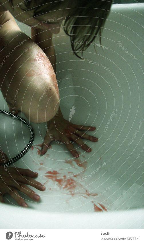 bloody scene pt.4 Blut rot Röte Badewanne gruselig gefährlich Angst Show fließen Wunde töten Leben Schock blutrünstig Krankheit Schlag geschnitten Gefühle