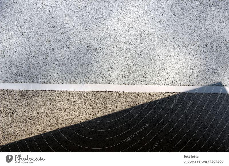 Grauzone Mauer Wand Fassade Beton Linie Putz grau hellgrau Schatten rechtlich zweifelhaft legal illegal weiß Farbfoto Gedeckte Farben Außenaufnahme Menschenleer