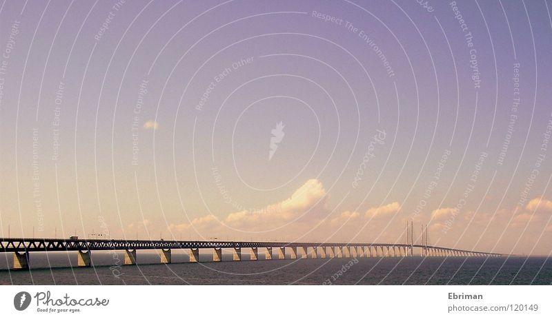 Öresundsbro Wasser Himmel weiß Sonne Meer blau Sommer Ferien & Urlaub & Reisen Wolken Ferne Straße See Wellen Küste rosa Beton