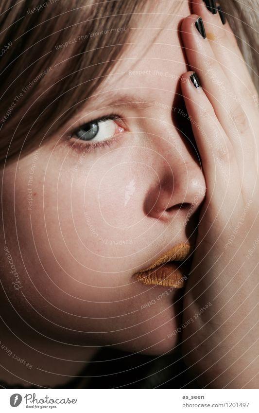 Fear Mädchen Junge Frau Jugendliche Gesicht Auge Hand 1 Mensch 13-18 Jahre beobachten berühren Gefühle Stimmung Wachsamkeit Angst gefährlich Stress Verzweiflung