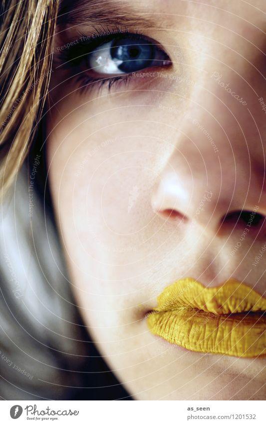 Golden girl Mädchen Junge Frau Jugendliche Kindheit Auge Mund Lippen 1 Mensch 13-18 Jahre Jugendkultur Musik Blick ästhetisch blond trendy schön blau gelb