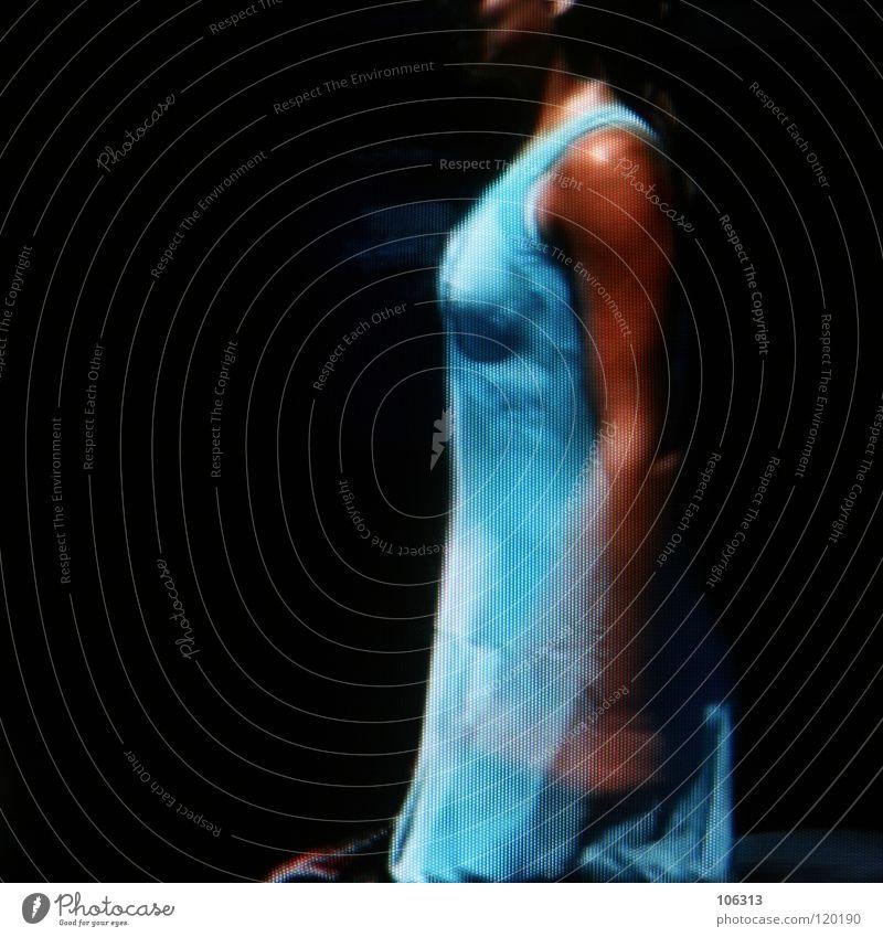 ZEITGEIST 2.0 Frau feminin Mensch Dame Madame Fräulein zart Kleid Oberarm Bizeps Bildpunkt RGB Seite braun Traumfrau stehen vertikal Anmut Sonnenbank Bräune
