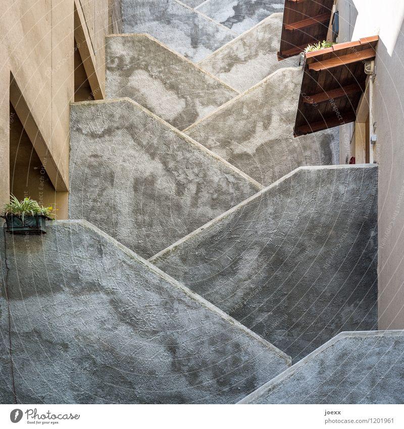 45 Grad Architektur Mauer Wand Fassade Dach hoch Wärme braun grau modern Ordnung Schutz Treppe Farbfoto Außenaufnahme Detailaufnahme Menschenleer Licht Schatten