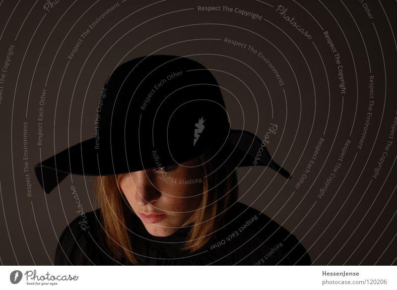 Person 6 Religion & Glaube Hoffnung schwarz Sehnsucht Gefühle verdeckt Hintergrundbild Einsamkeit Trauer Sammlung Wunsch Frau einheitlich Zeit Verzweiflung