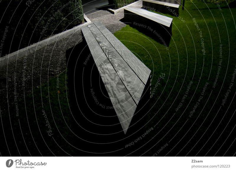 sitzgelegenheit Sitzgelegenheit Nacht dunkel Langzeitbelichtung Park grün Wiese Holz Holzbank Eingang Kies Erholung Pause graphisch einfach Perspektive eckig