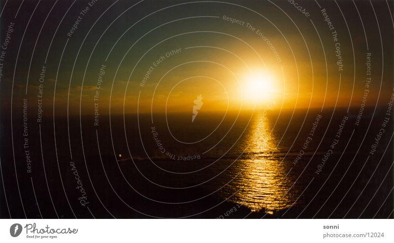 Sonnenkegel schön Himmel Sonne Meer Wärme Wasserfahrzeug