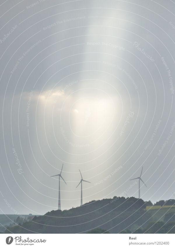 Sonnenstrahlen Energiewirtschaft Erneuerbare Energie Windkraftanlage Himmel Wolken Gewitterwolken schlechtes Wetter Feld Wald Umwelt Umweltschutz
