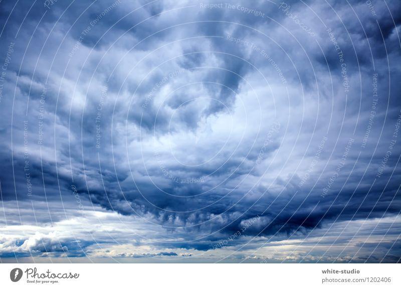 Ungemütlich Umwelt Natur Himmel nur Himmel Wolken Gewitterwolken bedrohlich dunkel schlechtes Wetter Aussicht Landkreis Regen Regenwolken Sturm Unwetterwarnung