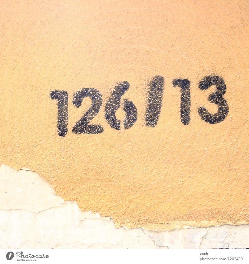 streng geheim | Code Stadt Haus Mauer Wand Fassade Zeichen Schriftzeichen Ziffern & Zahlen Schilder & Markierungen Graffiti gelb zählen 126 13 Gedeckte Farben