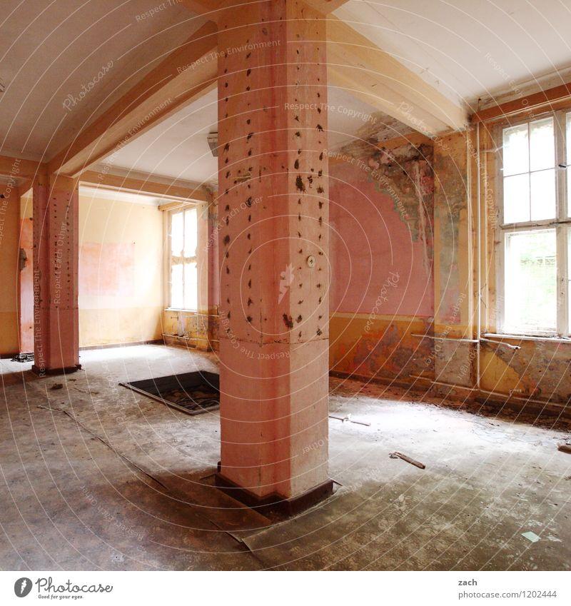 besenrein alt Fenster Wand Architektur Innenarchitektur Mauer rosa Fassade Wohnung Raum Häusliches Leben dreckig Beton Vergänglichkeit kaputt historisch