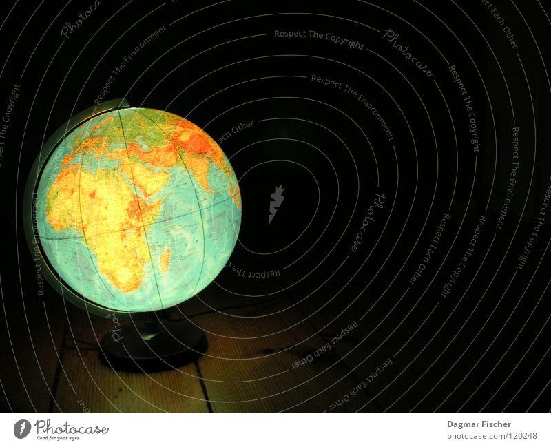 The Globe Farbfoto Ferien & Urlaub & Reisen Meer lernen Umwelt Wasser Erde Klimawandel Kugel Globus blau grün schwarz Krieg Politik & Staat Umweltverschmutzung