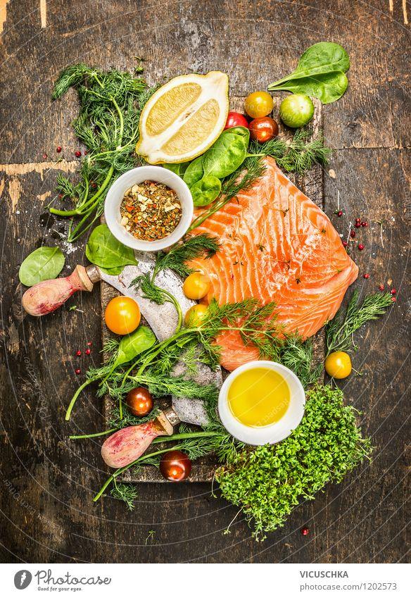Lachsfilet mit frischen Kräutern, Zitrone und Tomaten Lebensmittel Fisch Salat Salatbeilage Kräuter & Gewürze Öl Ernährung Mittagessen Abendessen Festessen