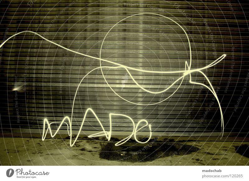MADO Mann Einsamkeit kalt dunkel Wand Graffiti Lampe Kunst Beleuchtung dreckig Stern Schriftzeichen leuchten stehen Lifestyle Buchstaben