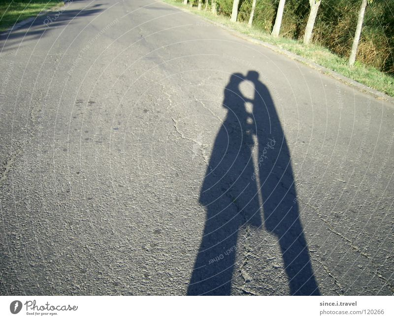 Da liegt ein Kuss auf der Straße! Sonne Ferien & Urlaub & Reisen Liebe Straße Paar paarweise Küssen Asphalt Treue Bulgarien