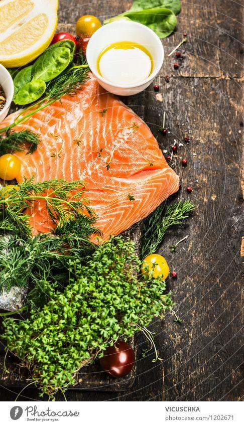 Lachsfilet mit Öl und frische Kräutern auf dem Holztisch Gesunde Ernährung Leben Stil Hintergrundbild Lebensmittel Design Tisch einfach Kräuter & Gewürze Küche