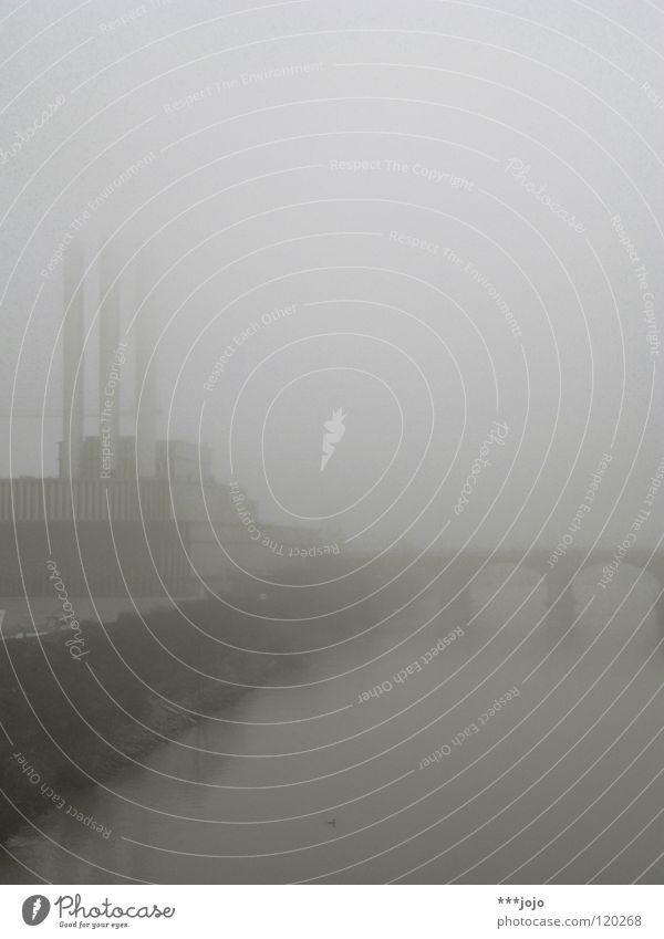benebelte trinität. Stadt Wasser Ferne Winter kalt grau Nebel modern Perspektive Industrie Brücke 3 Coolness Fluss Industriefotografie Fabrik