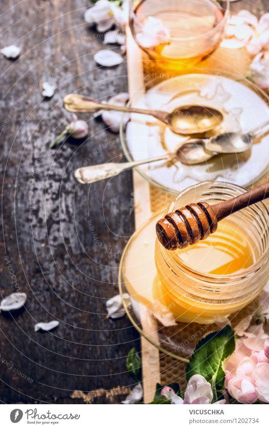 Tee und Honig Lebensmittel Süßwaren Ernährung Frühstück Bioprodukte Vegetarische Ernährung Diät Getränk Heißgetränk Teller Tasse Flasche Glas Löffel Stil Design