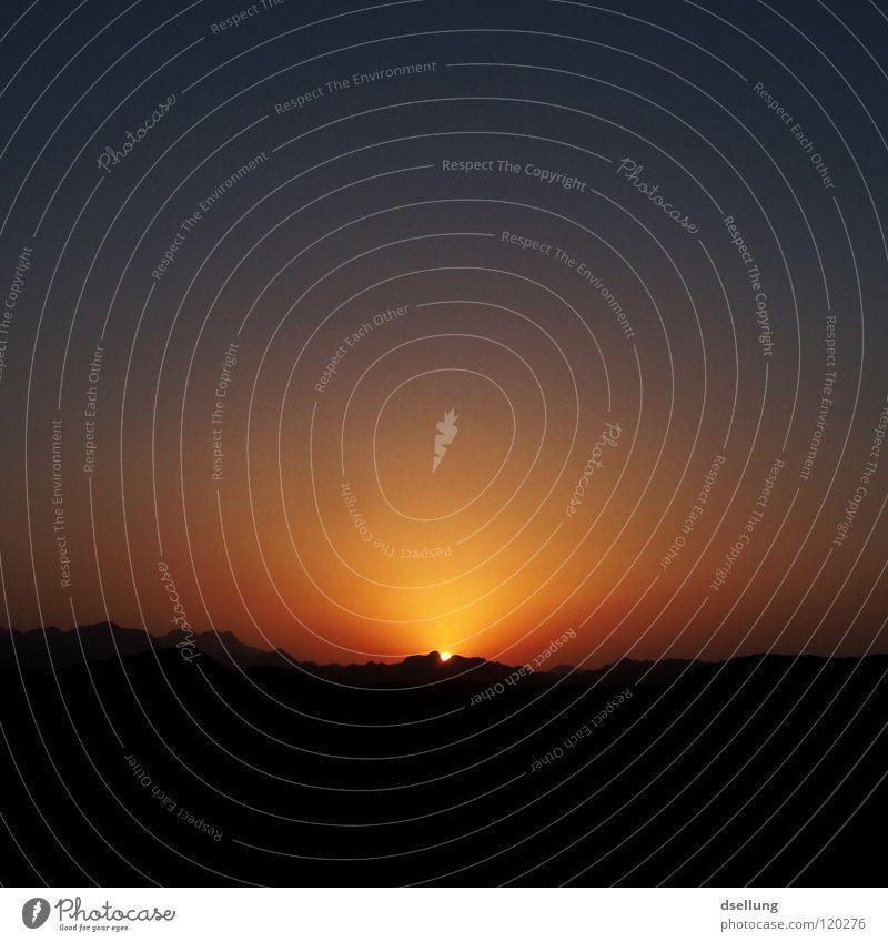 Sunburst Himmel rot Sonne gelb dunkel Freiheit Stern Romantik Wüste Afrika Abenddämmerung Ödland Ägypten beeindruckend karg Himmelskörper & Weltall